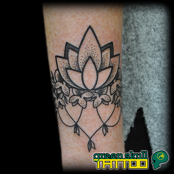tattoo-tetovalas-fekete-blackwork-dotwork.jpg