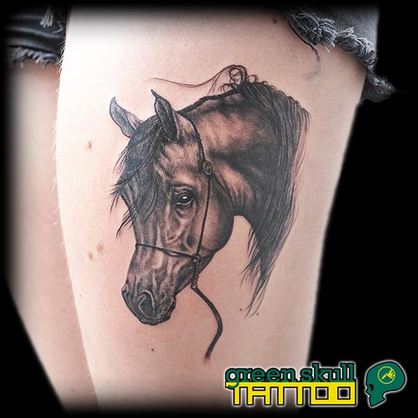 tattoo-tevolalas-szurke-greyscale-horse.jpg