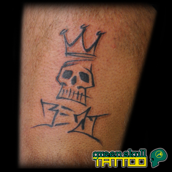 tetovalas-tattoo-ricsi-graffiti-skull-crown.jpg