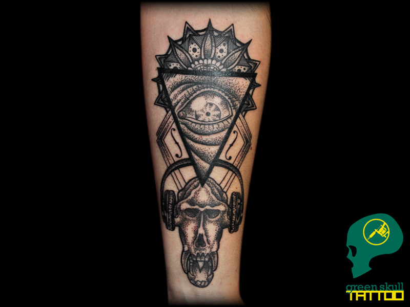 tattoo-tetovalas-2-blackwork-headphones-music-skull.jpg